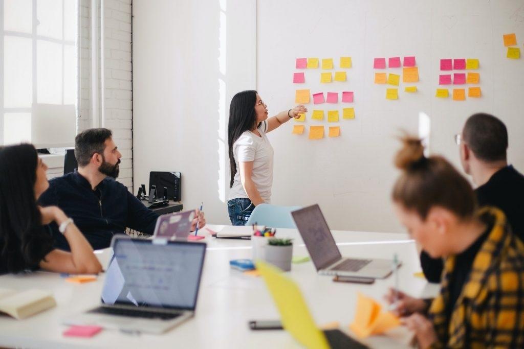 Hình 3: Nhiều công ty thiết kế web có đội ngũ nhân viên thiếu kỹ năng giao tiếp với khách hàng