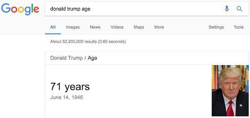 Thông tin về tuổi của Donald Trump được hiển thị bên ngoài
